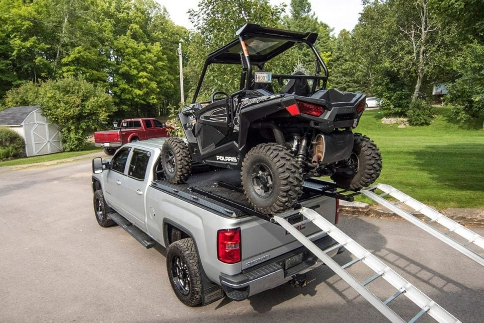 How to safely use cargo loading ramps